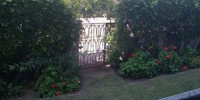 شقة بالمعمورة الشاطئ للايجار - حديقة باب خاص