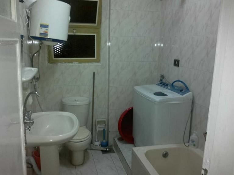 شقة بالمعمورة الشاطئ للايجار - حمام الشقة